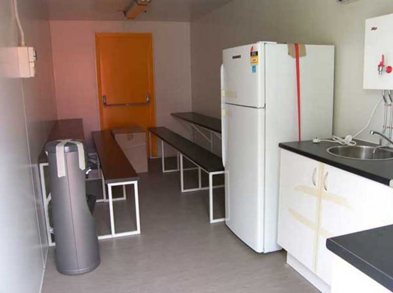 shipping-container-lunch-rooms-008